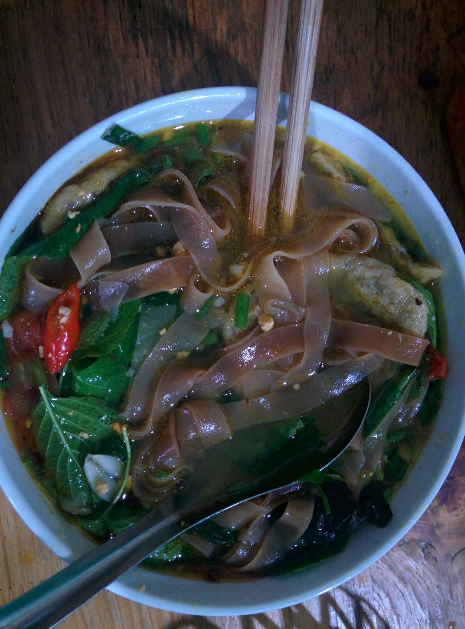 banh da cua - 10 local foods not to miss while in Vietnam
