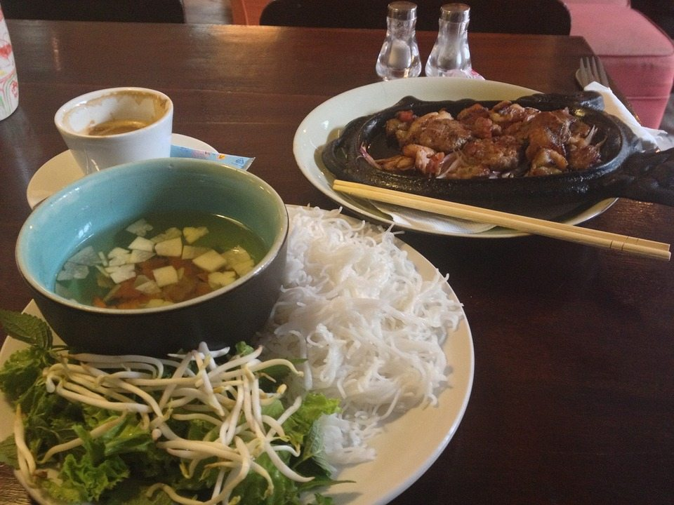 bun cha - 10 local foods not to miss while in Vietnam